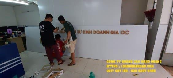 Quy trình thi công bảng hiệu Mica tại Đăng Quang Ad