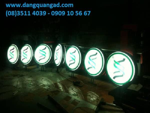 bảng hiệu hút nổi hộp đèn hút nổi là gì