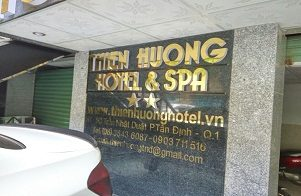 Thi công chữ nổi alu vàng gương KS Thiên Hương quận 1