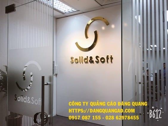 lam vach alu chu noi inox vang bong cty solid (2)