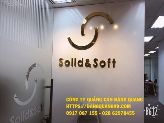 lam vach alu chu noi inox vang bong cty solid (3)
