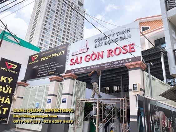 thi-cong-bang-alu-chu-mica-saigon-rose (1)