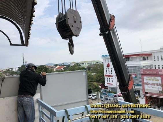thi cong bang quang cao alu chu noi led canon le bao minh (12)