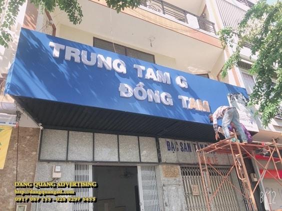 thi cong bang alu chu noi mica truong dong tam (1)