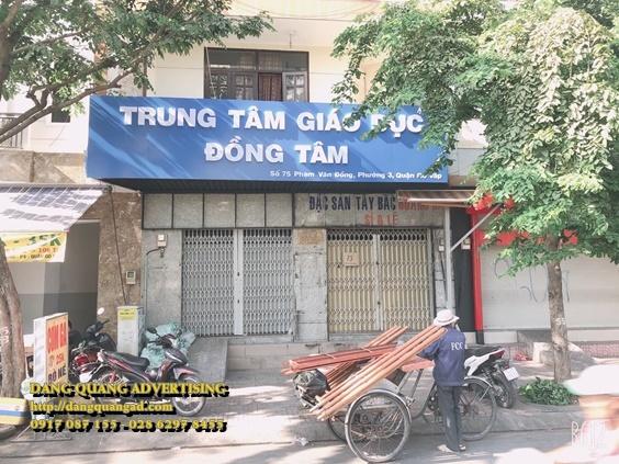 thi cong bang alu chu noi mica truong dong tam (3)