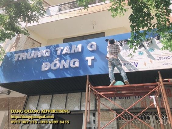 thi cong bang alu chu noi mica truong dong tam (5)
