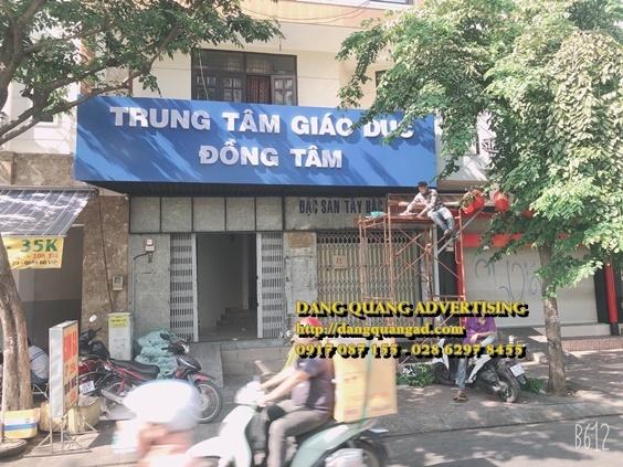 thi cong bang alu chu noi mica truong dong tam (6)