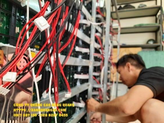thi cong bang led ma tran p5 ngoai troi (2)
