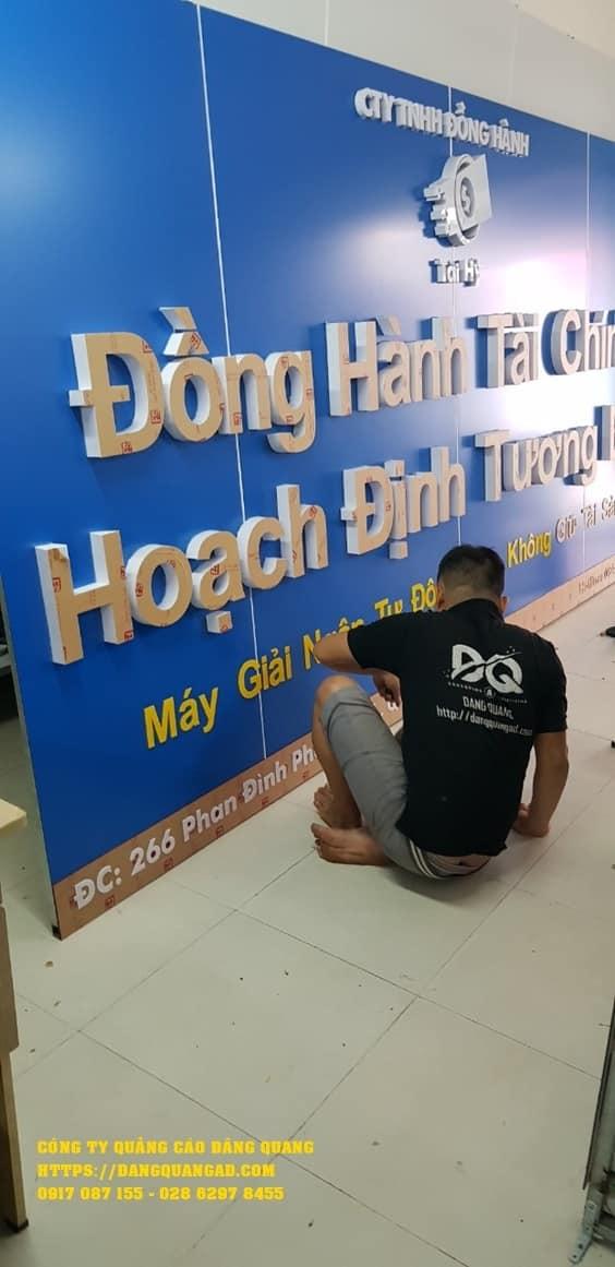 thi cong bang hieu alu chu noi mica tai hy (4)