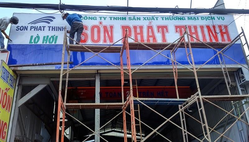 Các bước tạo ra bảng hiệu tole dán decal tại công ty Đăng Quang Ad bài bản